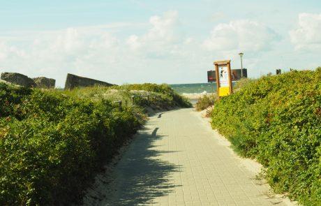Zejście na plażę w Bobolinie